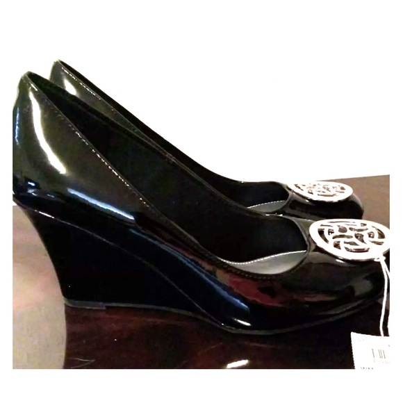 5cedda89676f FIONI Size 10 Black Wedge Heel Shoes ladies.